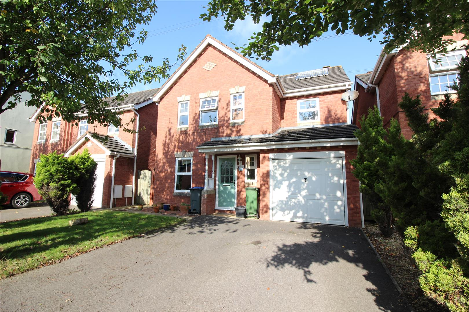 4 Bedrooms Detached House for sale in Curlew Drive, Chippenham